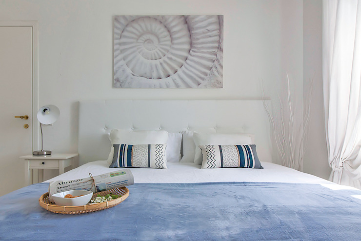 Habitat Home Staging & Photography ห้องนอนเตียงนอนและหัวเตียง Blue