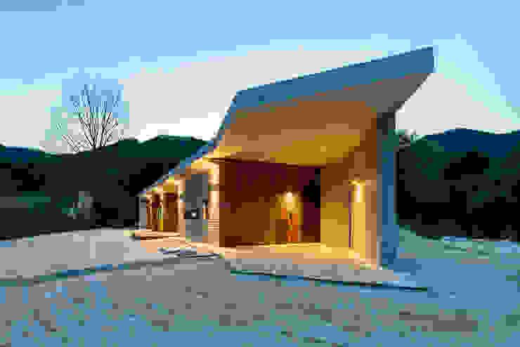 Casas modernas de 투엠투건축사사무소 Moderno