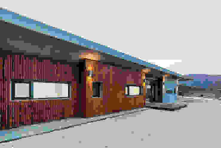 現代房屋設計點子、靈感 & 圖片 根據 투엠투건축사사무소 現代風