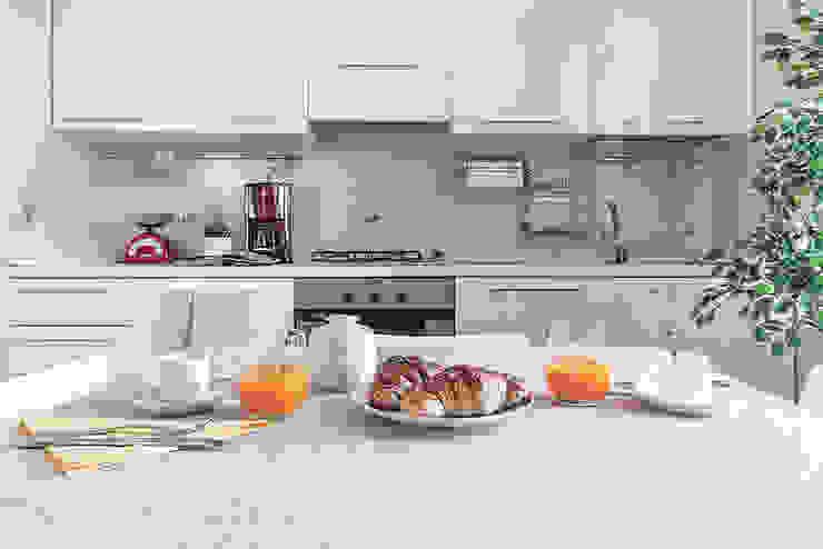 Habitat Home Staging & Photography ห้องครัวเคาน์เตอร์ครัว White