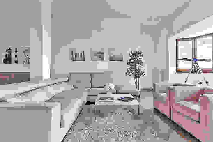 Habitat Home Staging & Photography ห้องนั่งเล่นโซฟาและเก้าอี้นวม Beige