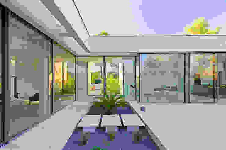 Balkon, Beranda & Teras Minimalis Oleh Brengues Le Pavec architectes Minimalis