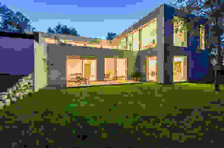 Rumah Minimalis Oleh Brengues Le Pavec architectes Minimalis