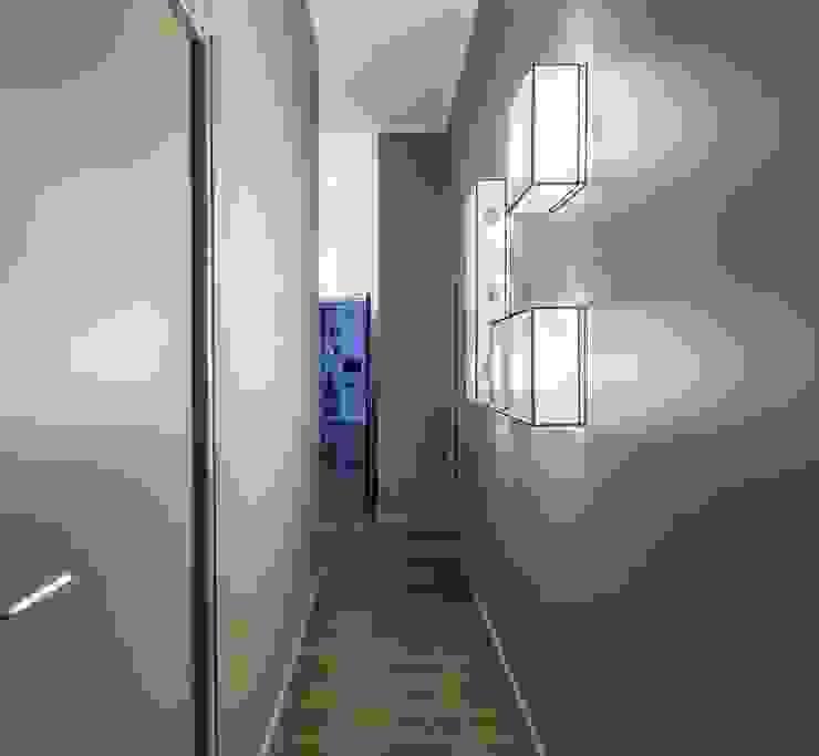 Pasillos, vestíbulos y escaleras de estilo minimalista de Brengues Le Pavec architectes Minimalista