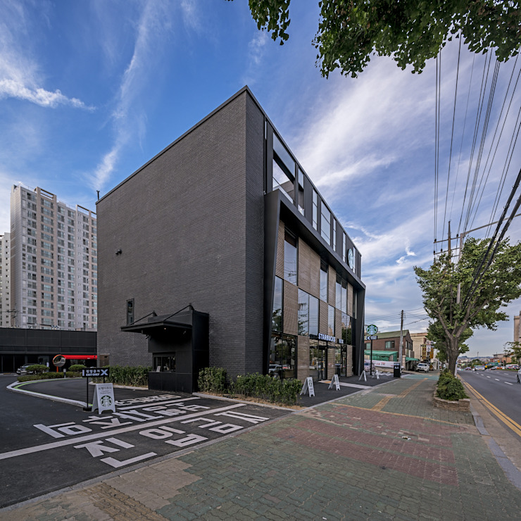 수원 오목천동 스타벅스 DT 건축 모던 스타일 바 & 클럽 by 그리다집 모던