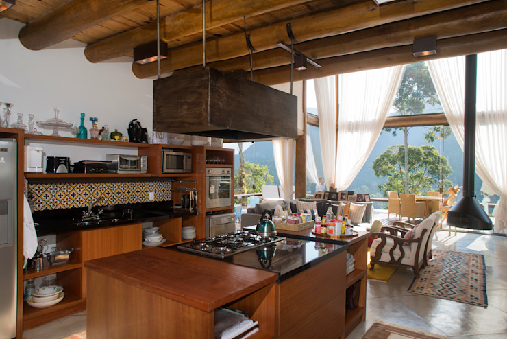 Country style kitchen by Giselle Wanderley arquitetura Country