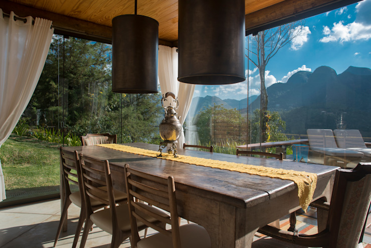 Country style dining room by Giselle Wanderley arquitetura Country