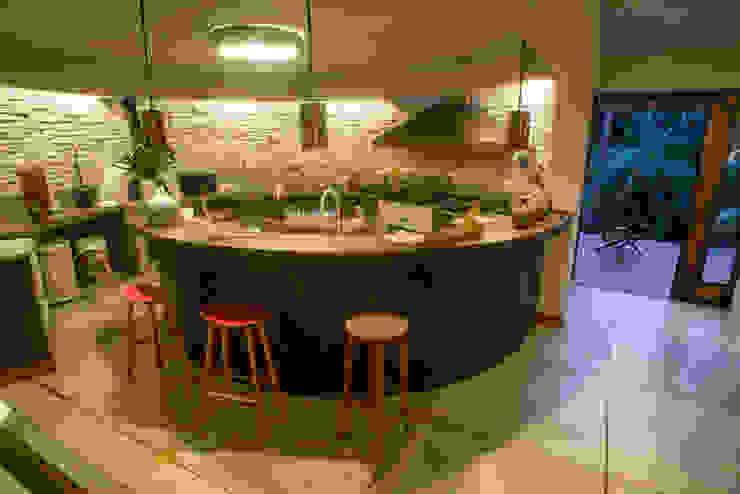 ห้องครัว โดย Giselle Wanderley arquitetura,