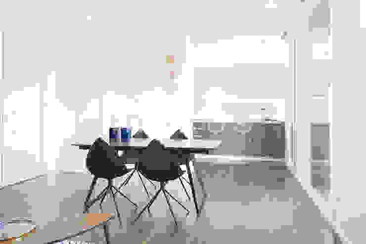 Casas inHAUS Salle à manger moderne