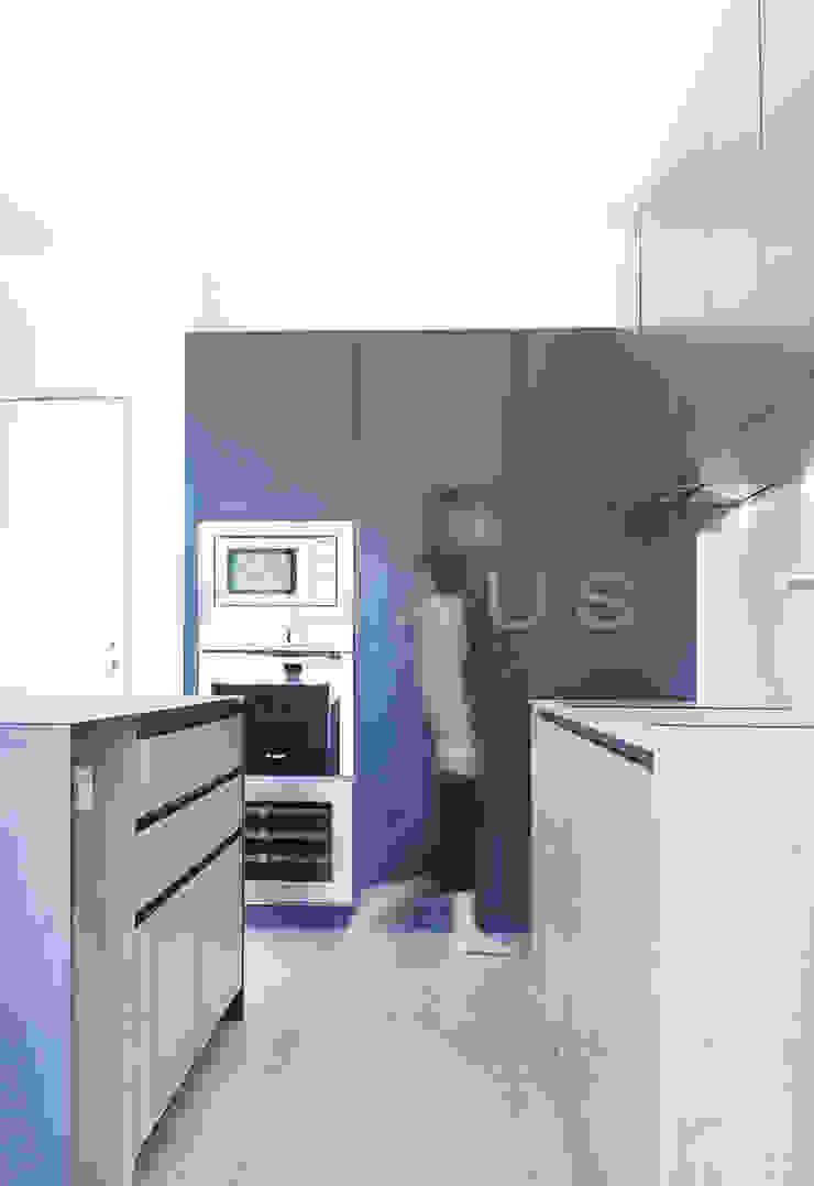 Nhà bếp phong cách hiện đại bởi Casas inHAUS Hiện đại