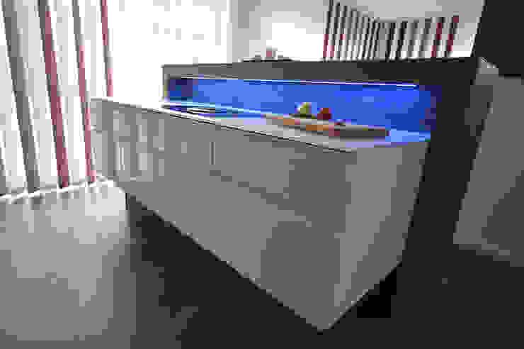 Glascouture by Schenk Glasdesign KitchenCabinets & shelves Kaca White
