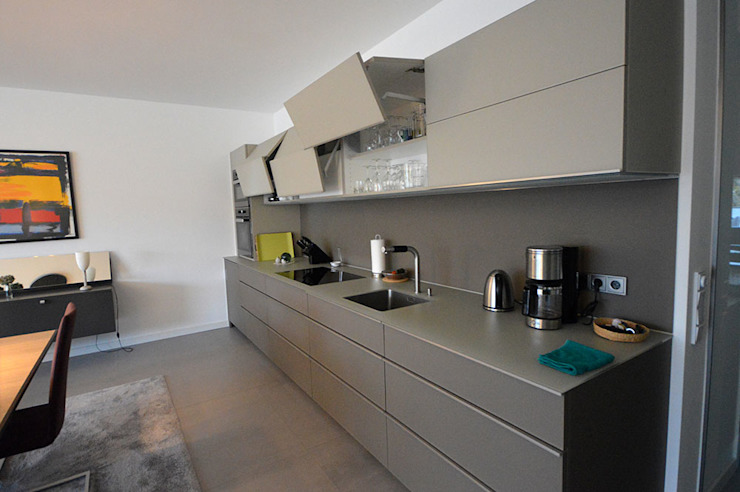 Glascouture by Schenk Glasdesign KitchenCabinets & shelves Kaca Beige