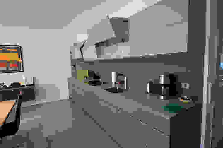 Glascouture by Schenk Glasdesign KitchenCabinets & shelves Glass Beige