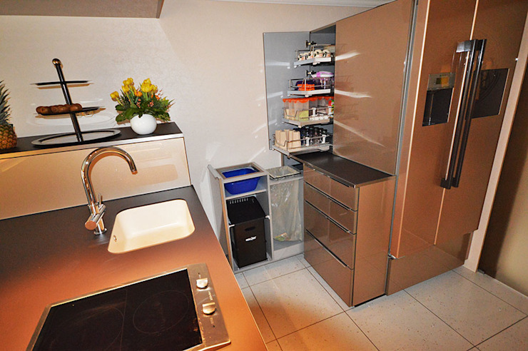 Glascouture by Schenk Glasdesign KitchenCabinets & shelves Kaca Amber/Gold