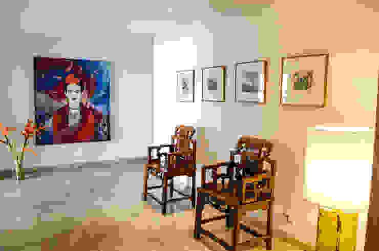 Pasillos, vestíbulos y escaleras eclécticos de Tejero & Ángel Diseño de Interiores Ecléctico