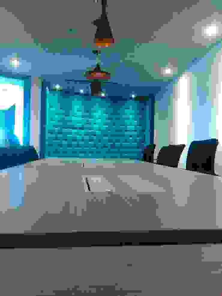 Sala audiovisuales de CMS Mobiliario Moderno Contrachapado