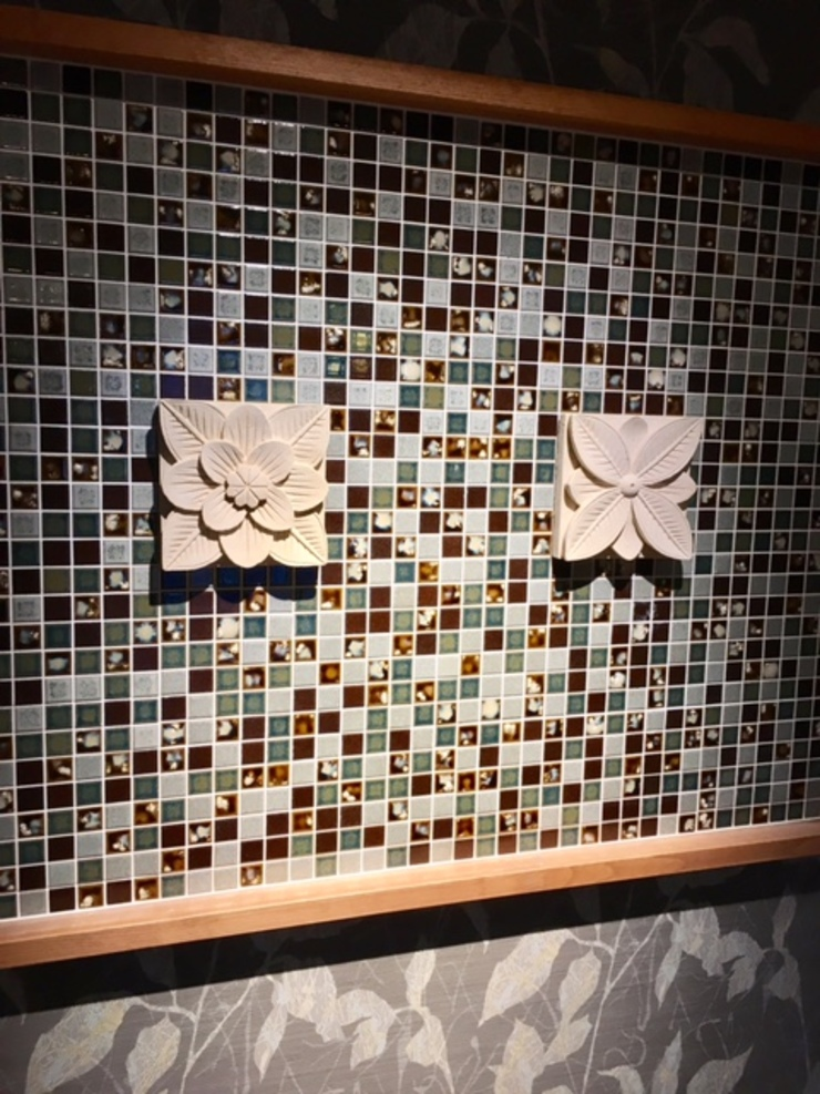 Modern corridor, hallway & stairs by 株式会社KIMURA bi-Art Modern Tiles
