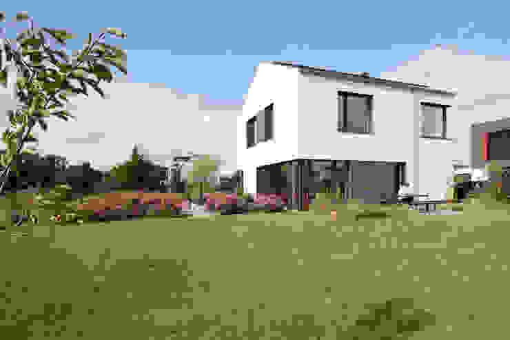 Blick auf Garten I Terrasse ARCHITEKTEN BRÜNING REIN Passivhaus