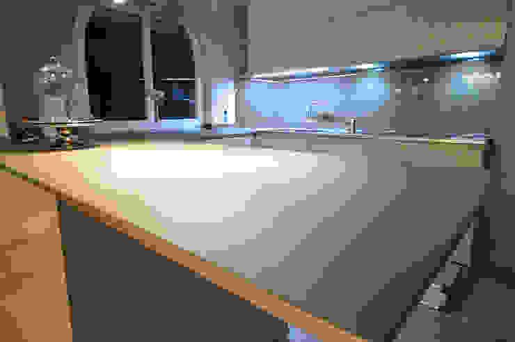 Glascouture by Schenk Glasdesign ห้องครัวเคาน์เตอร์ครัว กระจกและแก้ว Amber/Gold