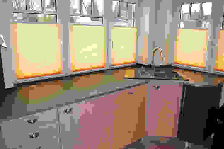 Glascouture by Schenk Glasdesign ห้องครัวเคาน์เตอร์ครัว กระจกและแก้ว Black