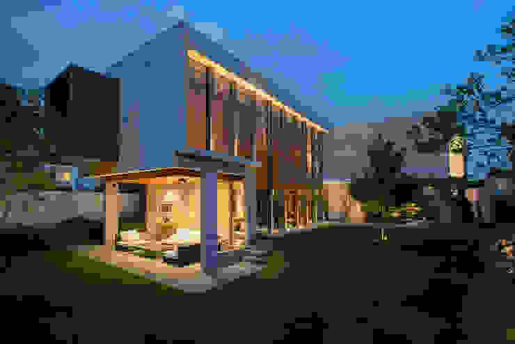 現代房屋設計點子、靈感 & 圖片 根據 Serrano Monjaraz Arquitectos 現代風