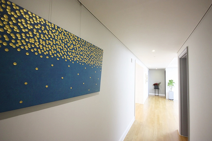 Modern Corridor, Hallway and Staircase by homelatte Modern