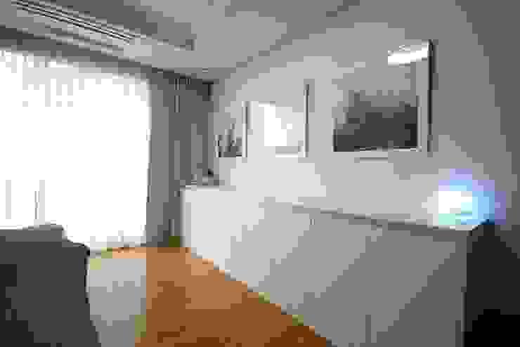 일산 49평 프렌치모던 홈스타일링 모던스타일 침실 by homelatte 모던
