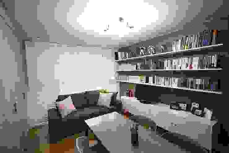 일산 49평 프렌치모던 홈스타일링 모던스타일 서재 / 사무실 by homelatte 모던