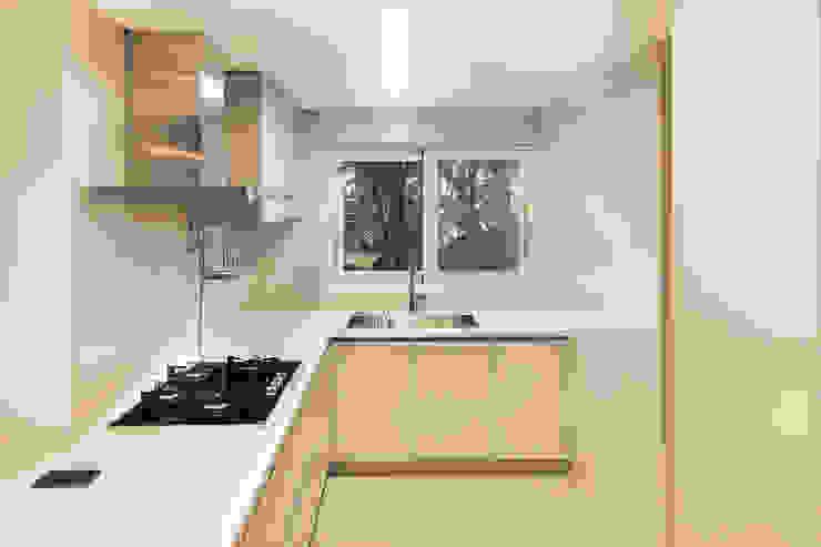 現代廚房設計點子、靈感&圖片 根據 영보디자인 YOUNGBO DESIGN 現代風