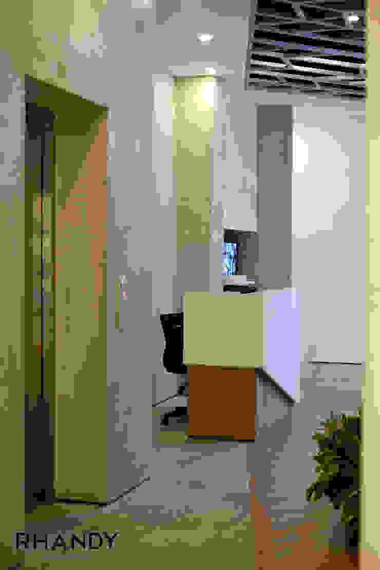 TrayTek Office Ruang Studi/Kantor Gaya Industrial Oleh rhandystudio Industrial