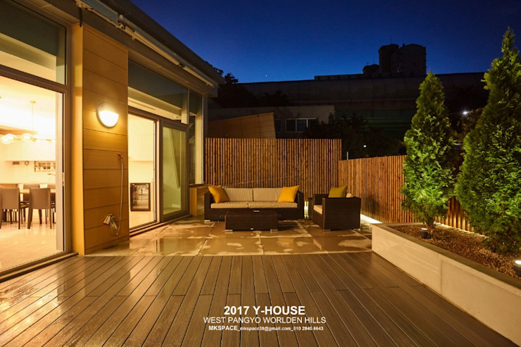 가구와 공간을 같이 계획한 인테리어 모던스타일 발코니, 베란다 & 테라스 by 건축일상 모던