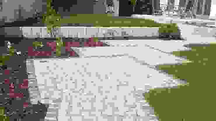 Garten-Landschaftsbau Hierreth-Felser GmbH Giardino in stile rustico