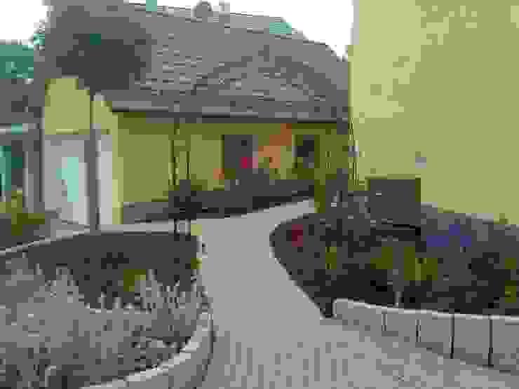 Garten-Landschaftsbau Hierreth-Felser GmbH Giardino in stile mediterraneo