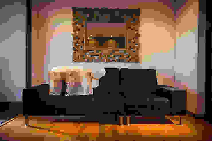 现代客厅設計點子、靈感 & 圖片 根據 Munera y Molina 現代風