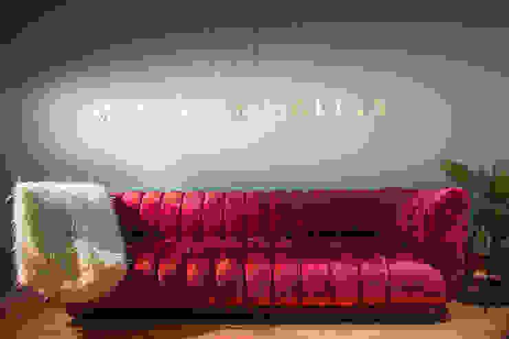 by Munera y Molina Еклектичний
