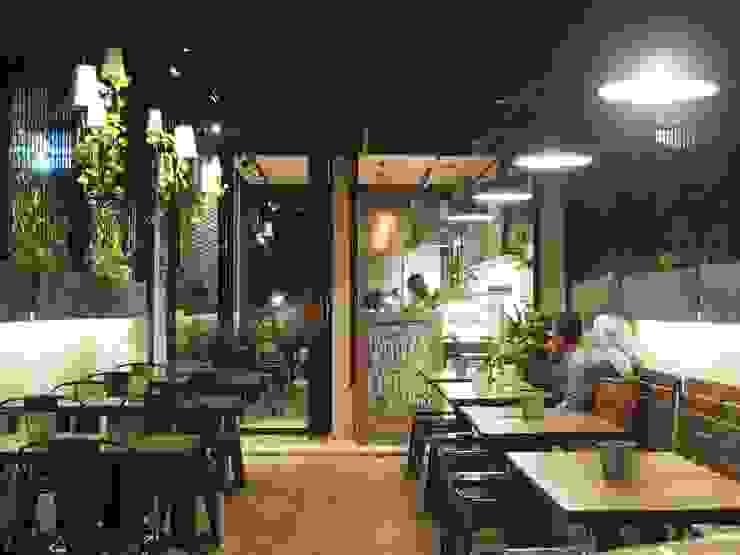 Spasi Architects Gastronomía de estilo industrial Ladrillos Negro