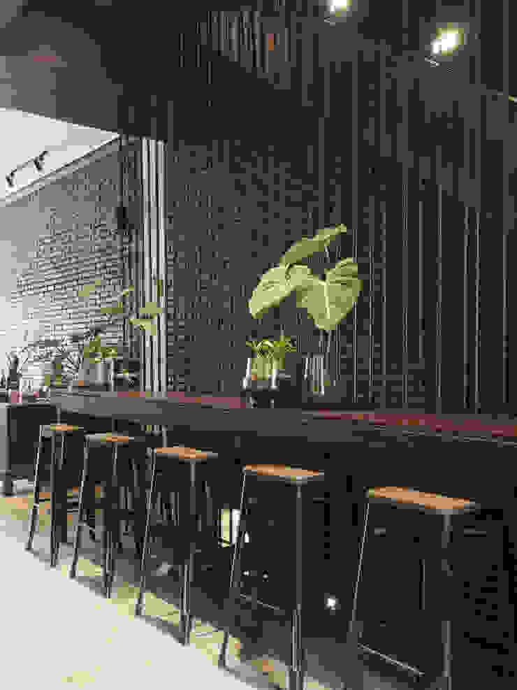 Spasi Architects Restaurantes Hierro/Acero Negro