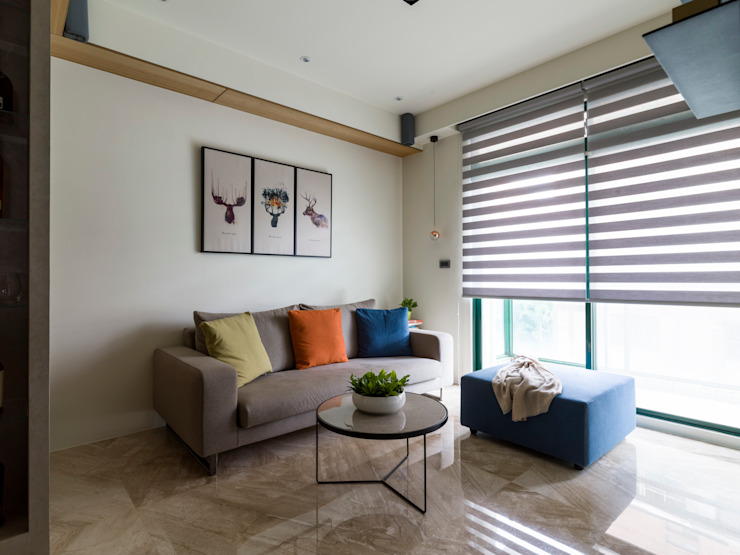 Moderne woonkamers van 楊允幀空間設計 Modern