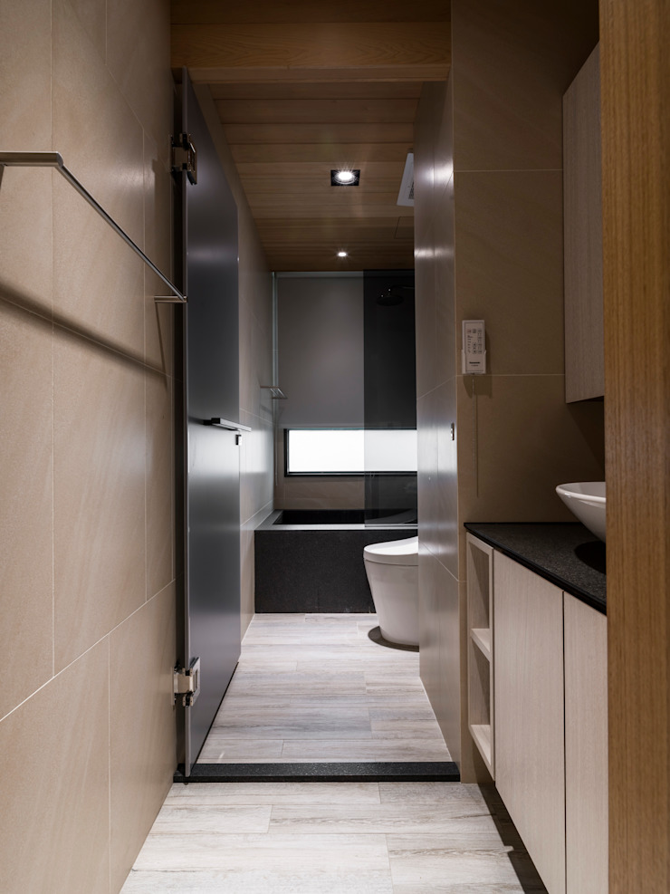 Modern bathroom by 楊允幀空間設計 Modern