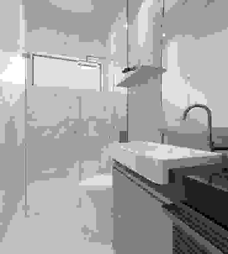 bathroom 2 Oleh Rendrahandy