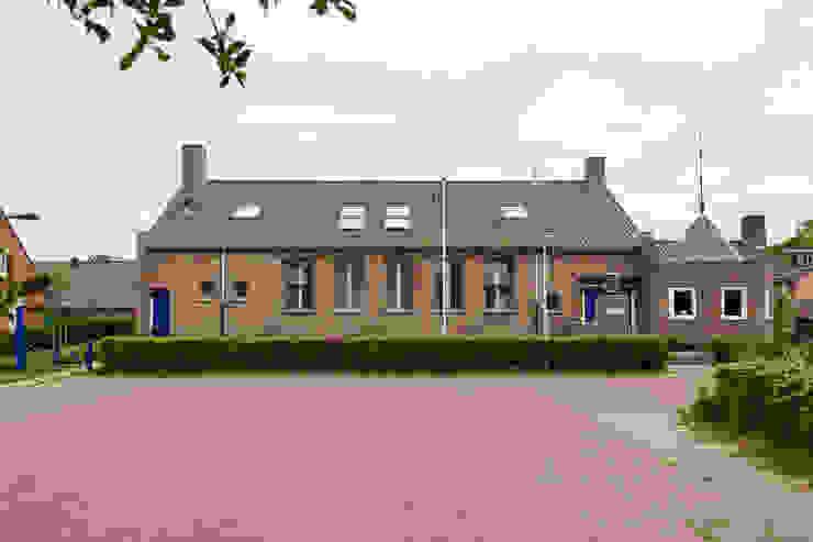 Koepelkerk Onnen - Exterieur Klassieke huizen van MINT Architecten Klassiek