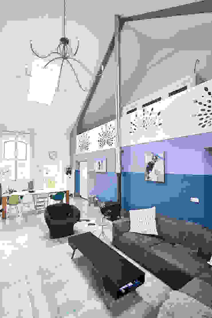 Koepelkerk Onnen - Woonruimte Moderne woonkamers van MINT Architecten Modern