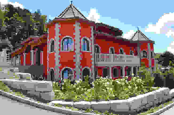 Residenza privata in Svizzera di Pietre di Rapolano Eclettico