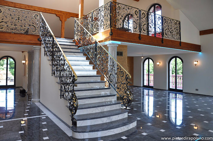 Residenza privata in Svizzera Ingresso, Corridoio & Scale in stile eclettico di Pietre di Rapolano Eclettico Marmo