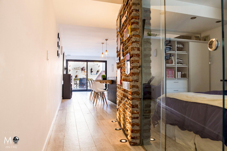 Pasillos, vestíbulos y escaleras de estilo moderno de estudio M Moderno
