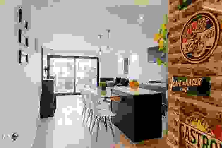 Modern Dining Room by estudio M Modern