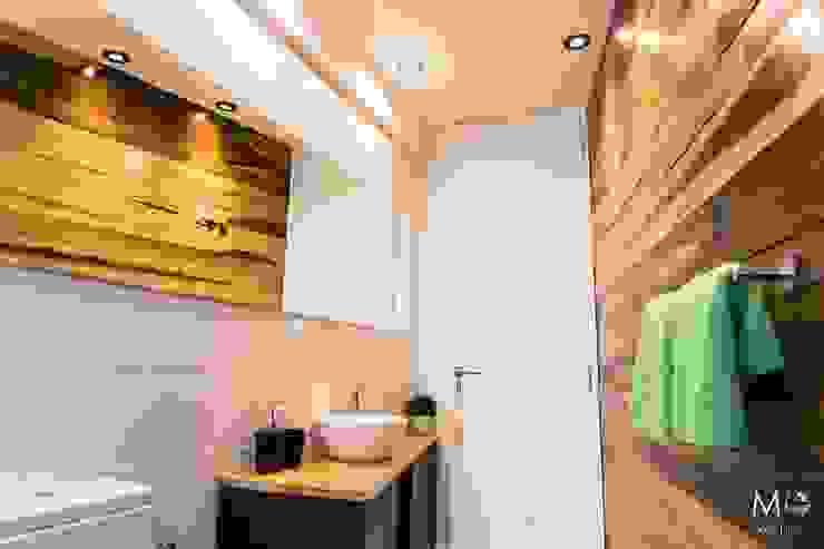 Baños de estilo moderno de estudio M Moderno