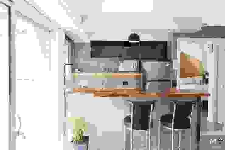 現代廚房設計點子、靈感&圖片 根據 estudio M 現代風