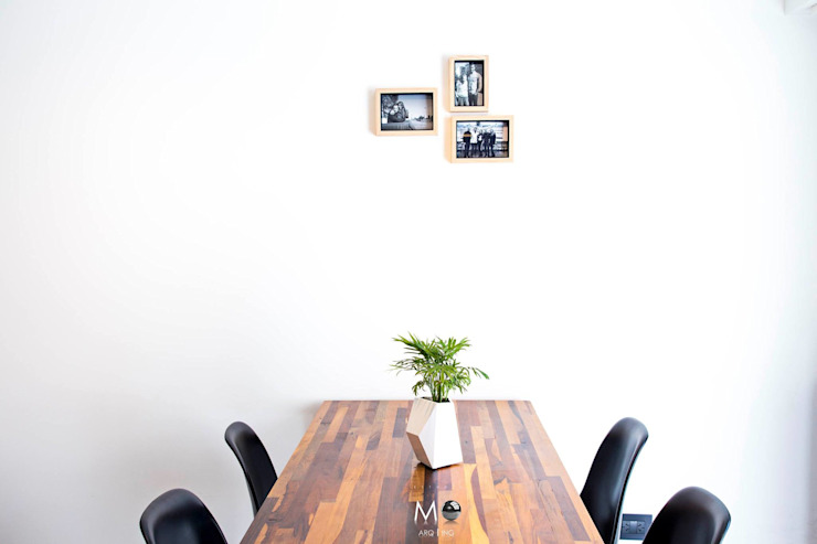 Minimalist dining room by estudio M Minimalist