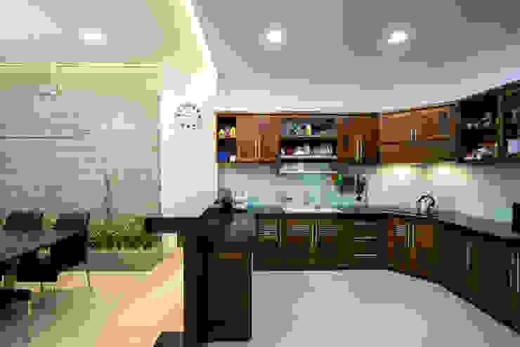 Cocinas de estilo moderno de VĂN PHÒNG KIẾN TRÚC PP Moderno